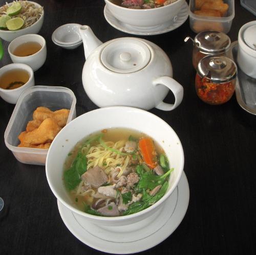 柬埔寨的传统早餐:汤面