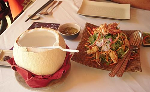 柬埔寨的午餐,看起来很有热带感觉!