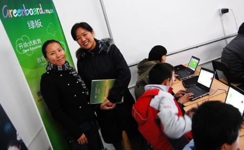 庄秀丽老师来自北京师范大学教育技术部和教育大发现社区的,一定可以为这个教育项目带来更多帮助,令民工学校的老师提高他们的教学技能!