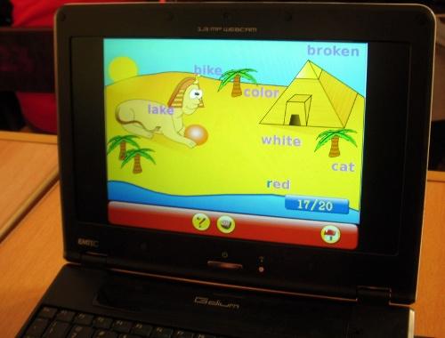 教师利用Gcompris教孩子熟悉键盘和鼠标