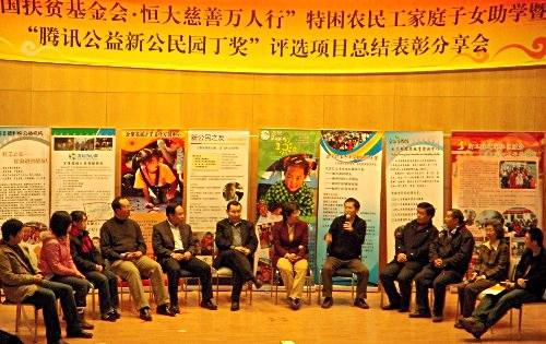 来自不同NGO组织,教师团体还有媒体各方的小组讨论