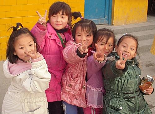 文德学校里开心的孩子们!
